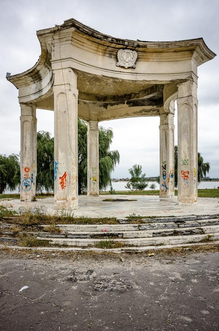Insula de pe Lacul Morii, casa în care nu au mai apucat să se mute Nicolae Ceaușescu și soția lui. Insula