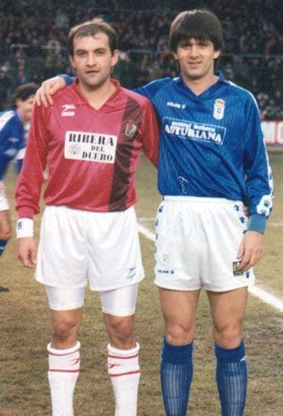 Gabi Balint și Marius Lăcătuș, adversari în Burgos - Real Oviedo (1993). FOTO: Facebook/Gabi Balint