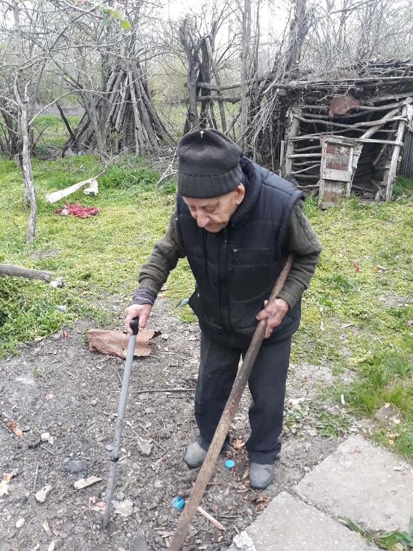 Ei sunt beneficiarii acțiunii caritabile inițiate de Fundația Țiriac, la care au răspuns două companii importante din industria de retail alimentar. Persoanele în etate fără niciun sprijin. Sursa foto: Fundația Țiriac