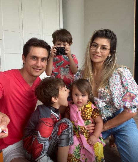 Ciprian Tătărușanu, alături de familie. FOTO: FRF