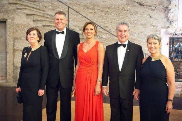Președintele Klaus Iohannis, soția sa Carmen, părinții din Germania și sora, Krista.