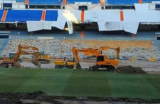 """Imagini cu demolarea stadionului """"Santiago Bernabeu"""". Sursă foto: thesun.co.uk"""