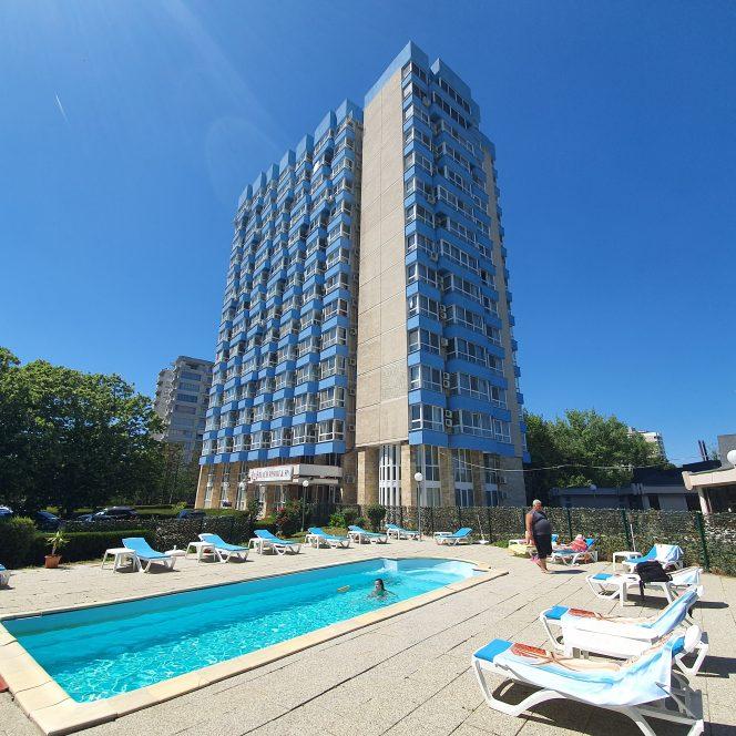 Hotelul din staţiunea Olimp în care îşi petrece vacanţa familia Borcea