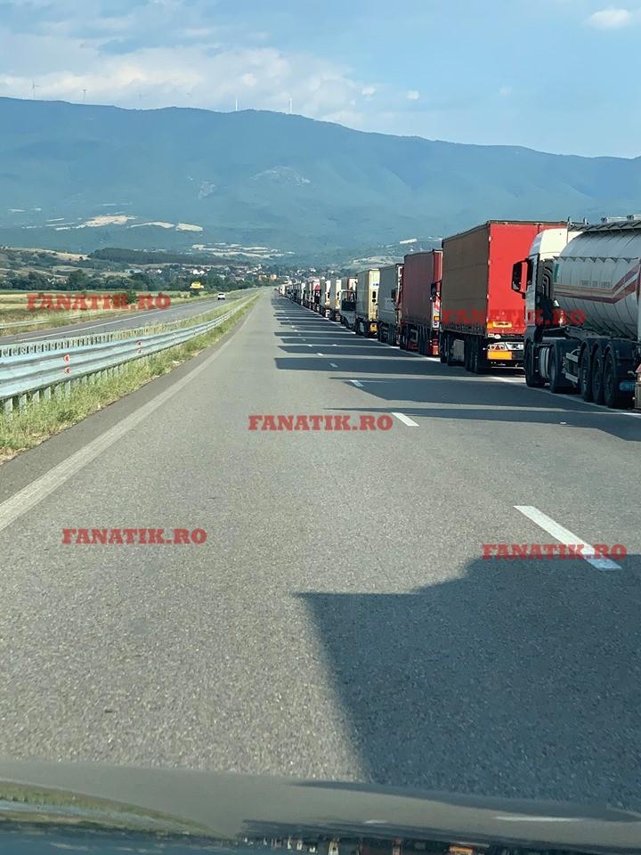 Coadă kilometrică de camioane la vama greacă