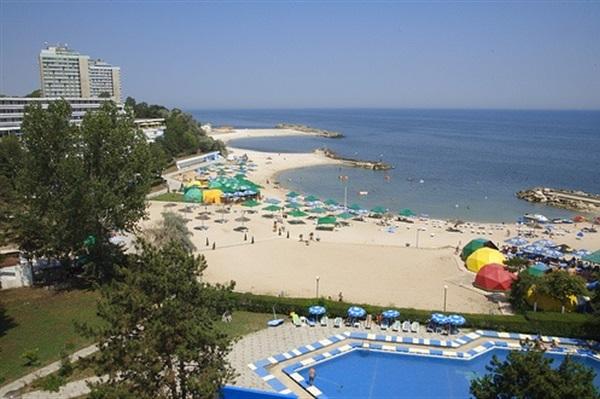 România are Marea Neagră, însă unde plajele nu sunt amenajate corespunzător