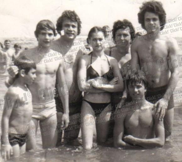 Nadia Comăneci, Ion Dolănescu și câțiva prieteni la plajă