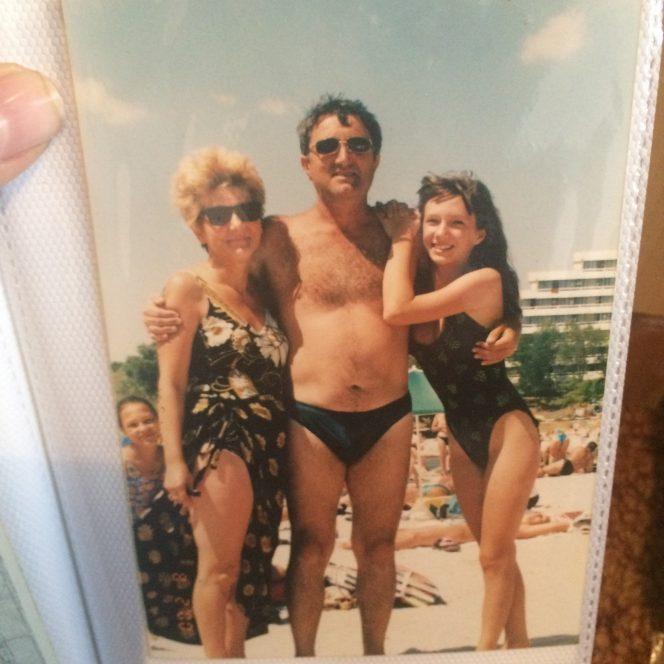 Adela Popescu și părinții ei