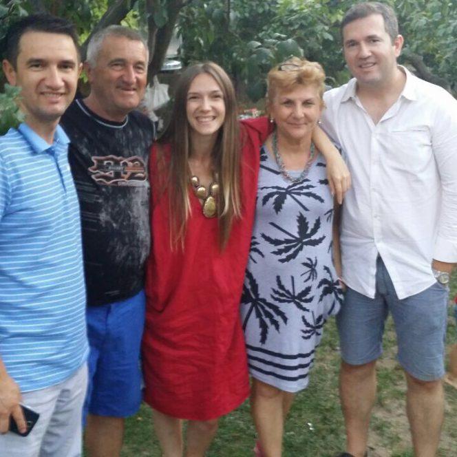 Adela Popescu, părinții și frații ei