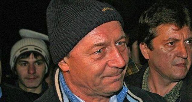 Traian Băsescu și căciula sa