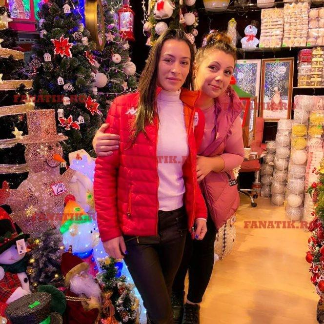 Catalina Ponor, in vizita la magazinul Blaumann, unde s-a bucurat ca un copil de cele mai frumoase decoratiuni de Craciun.