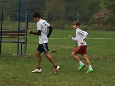 Dani Popescu pe terenul de fotbal de la Nucet, Dambovita