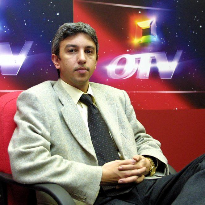 Dan Diaconescu, în fostul studio OTV (sursa hepta.ro)