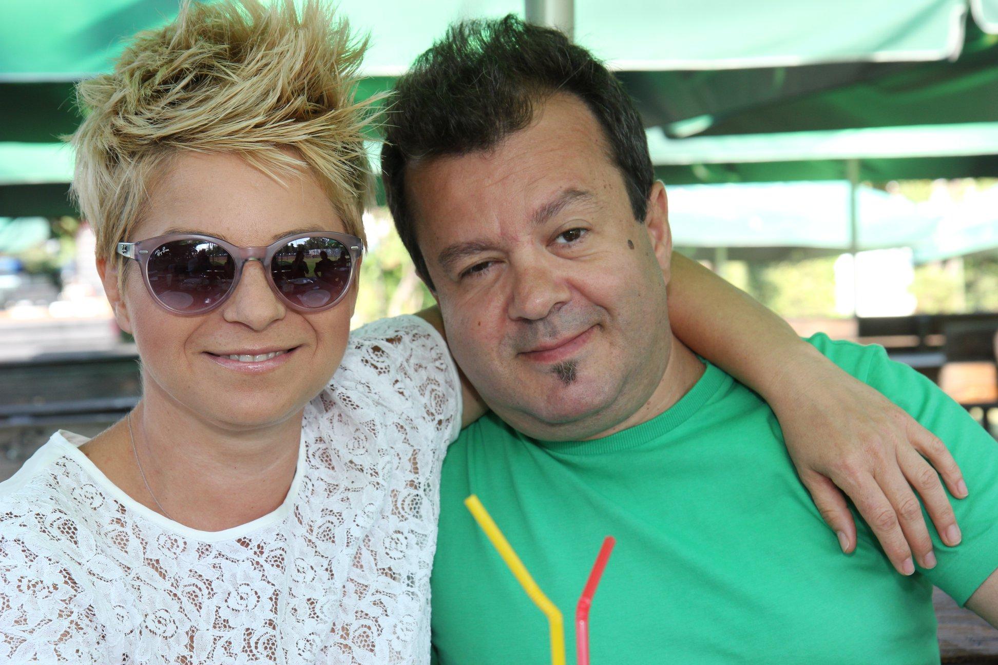 Actorul Dragoș Moștenescu alături de soția sa