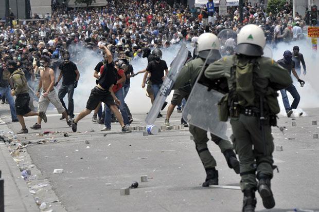 violent-crowd_1933519a