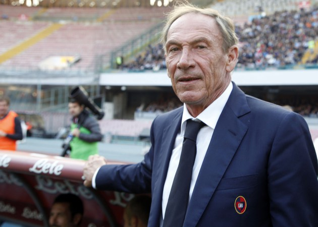 Cagliari's Czech coach Zdenek Zeman looks on  before the Italian Serie A football match SSC Napoli vs Cagliari Calcio on November 23, 2014 at the San Paolo stadium in Naples. AFP PHOTO/CARLO HERMANN